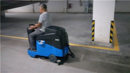 地下停車場掃地機