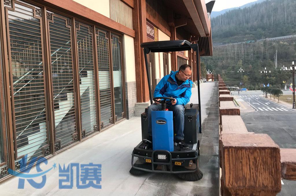 工厂驾驶式扫地机