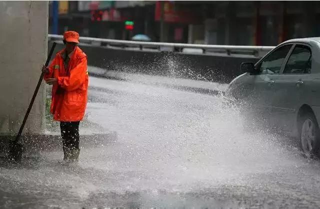 沐鸣2招商主管35497冬季洗地机为环卫工人带来温暖